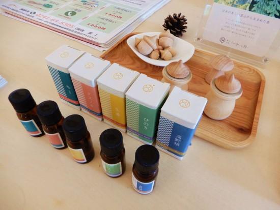 和精油(左からモミ、クスノキ、生姜、ひのき、高野槇)