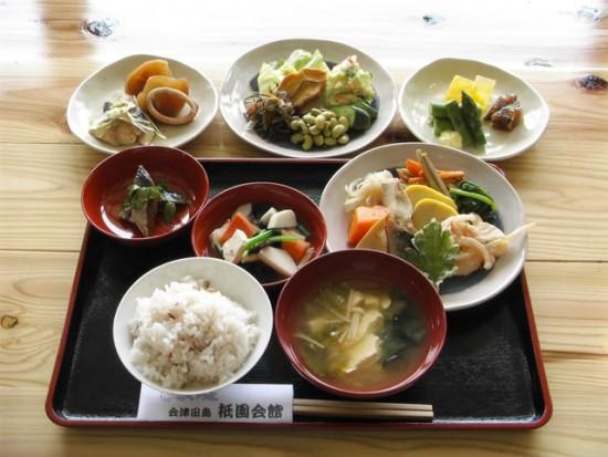 南会津の郷土料理、つゆじ・にしんの山椒漬け・本棒鱈煮がついた(みなみやま膳)1,750円