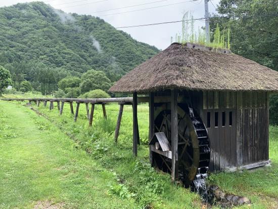 ■集落から流れてくる水を引いて動かす「水車」と米やあわ、キビ等をつく「バッタリ小屋」は、うつくしまの音30景 に指定。